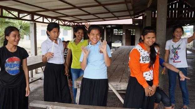 カンボジアの孤児院で炊き出し